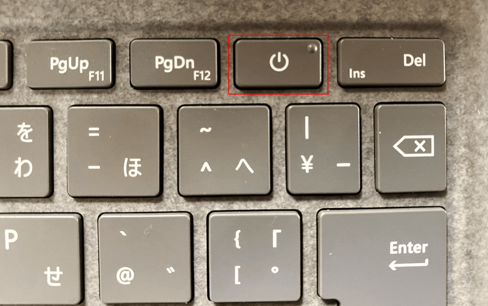 電源ボタンを押す